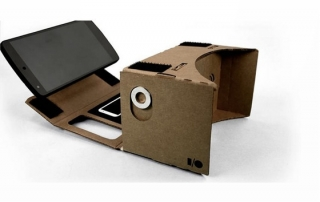 Google ha demostrado que la realidad virtual no tiene que ser complicada y cara, y ha creado unas gafas de realidad virtual utilizando sólo tu smartphone, cartón, un imán, dos lentes y una goma elástica.